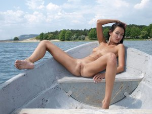 Rusya  On The Same Boat  Aztek  68 Imagesf0rtn9a5w4.jpg