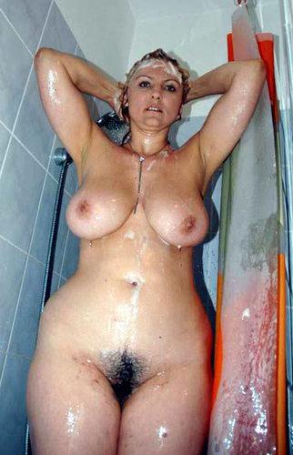 Самки в душе порно фото