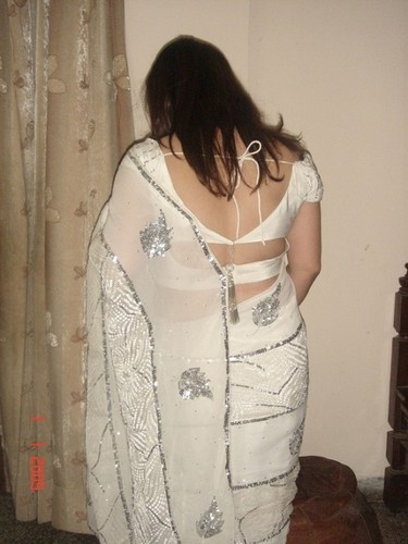 saree back wife