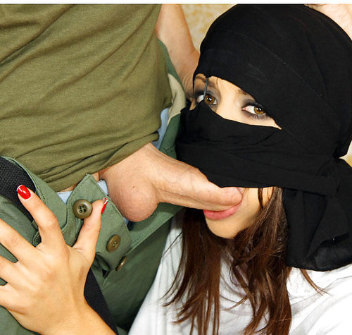 Ayesha ke chudai usi ke zubani – Muslim Women Kafir Men